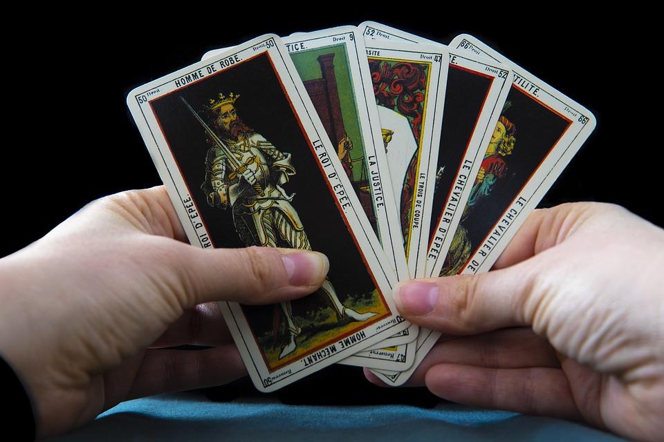 Comment les médiums lisent-ils les cartes de tarot ?